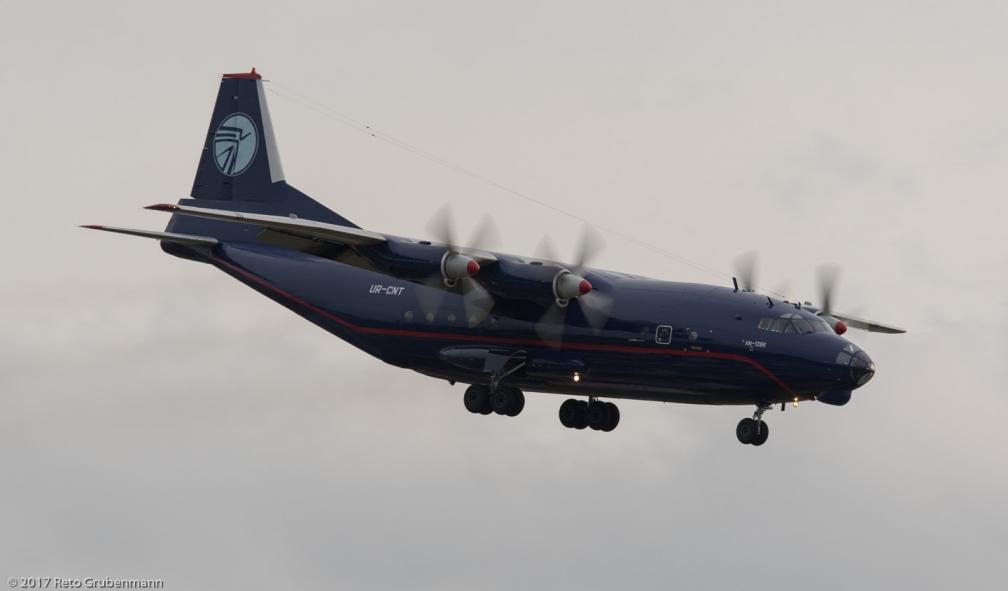 UkraineAirAlliance_AN12_UR-CNT_ZRH171028_02