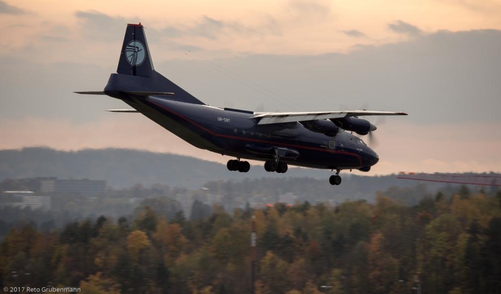 UkraineAirAlliance_AN12_UR-CNT_ZRH171028_03
