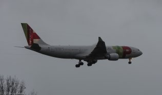 TAPPortugal_A332_CS-TOK_ZRH171029_02