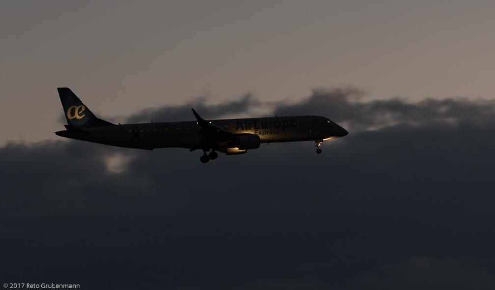 AirEuropa_E190_EC-KRJ_ZRH171119