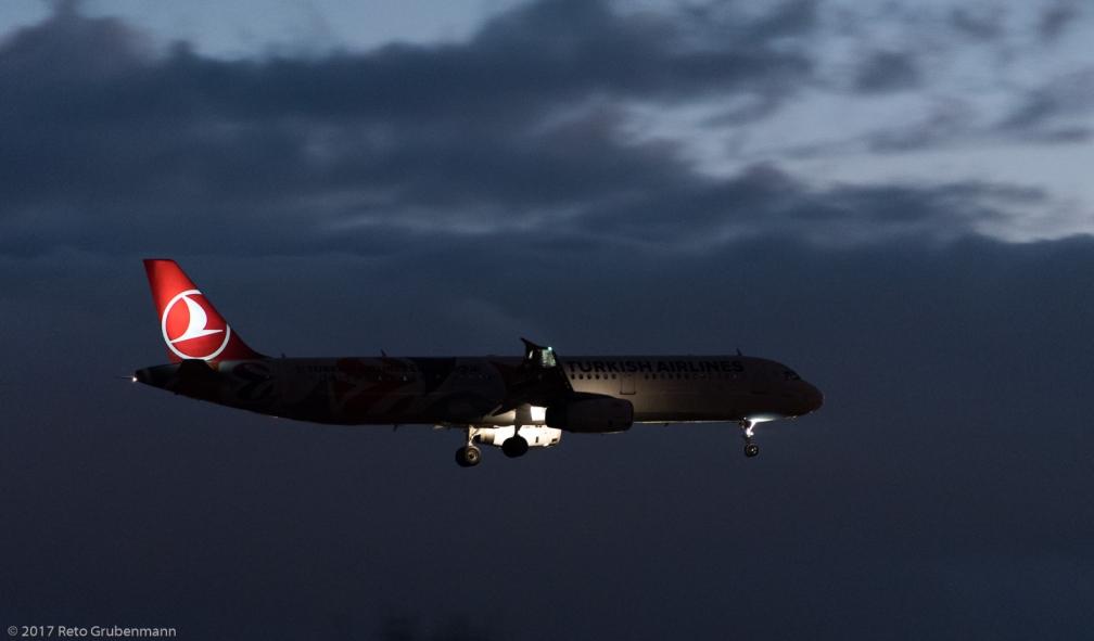 TurkishAirlines_A321_TC-JRO_ZRH171119