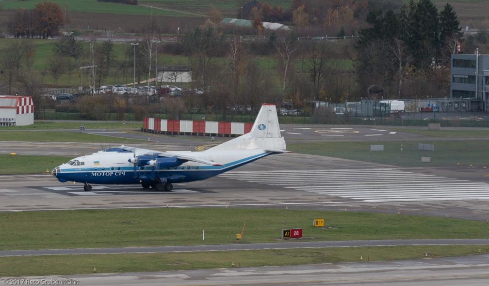 MotorSichAirlines_AN12_UR-11819_ZRH171121_04