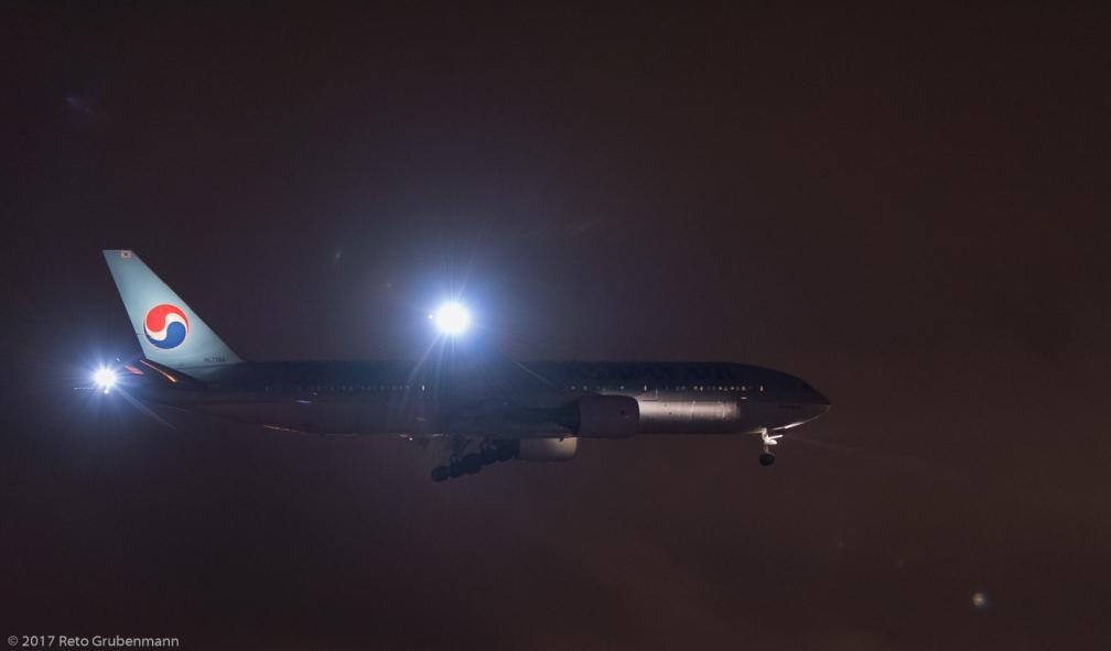 KoreanAir_B772_HL7764_ZRH171125