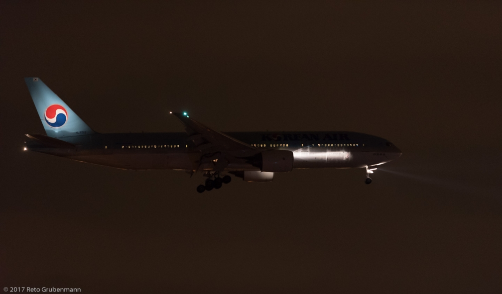 KoreanAir_B772_HL7715_ZRH171216