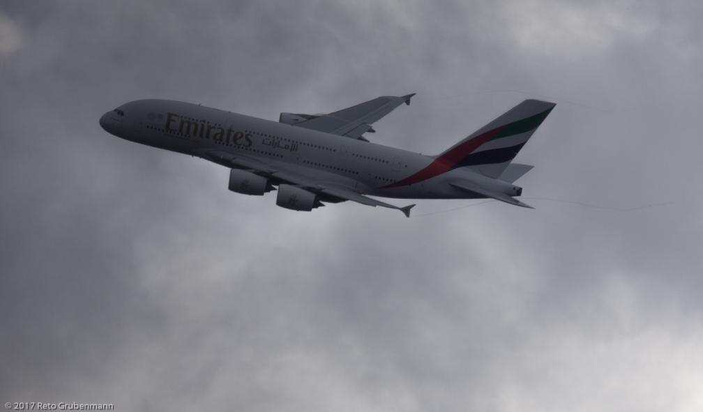 Emirates_A388_A6-EOJ_ZRH171229