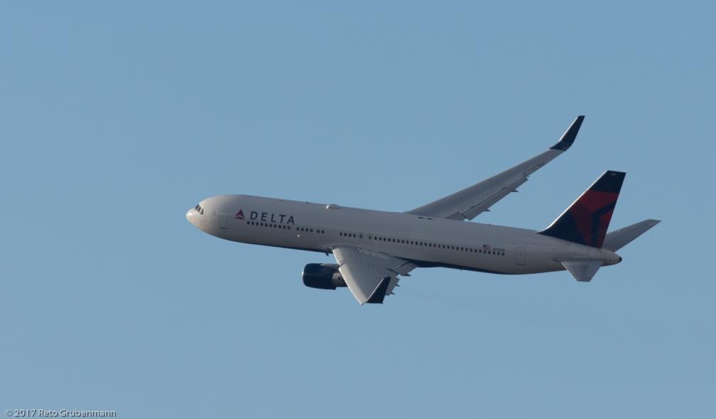 DeltaAirLines_B763_N1201P_ZRH171231