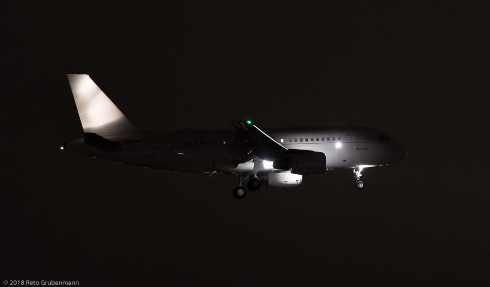 EmiratesExecutive_A319_A6-CJE_ZRH180101