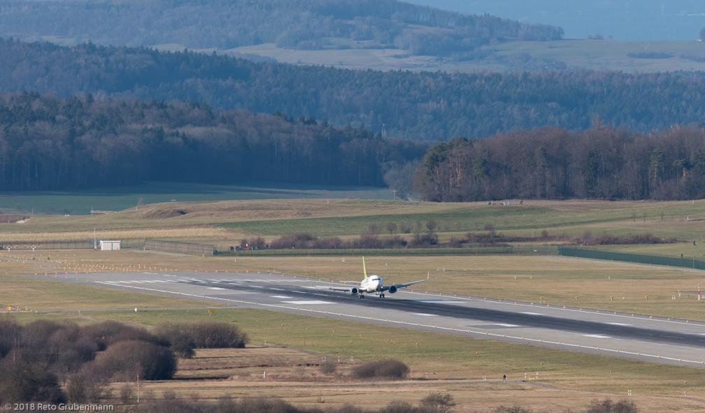 airBaltic_B733_YL-BBY_ZRH180101_01