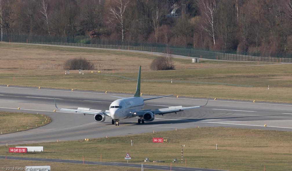 airBaltic_B733_YL-BBY_ZRH180101_02