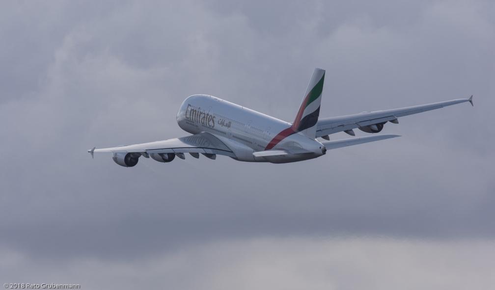 Emirates_A388_A6-EOT_ZRH180102