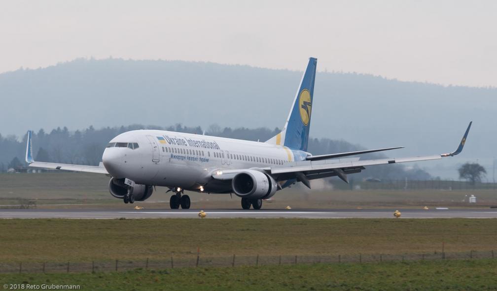 UkraineInternationalAirlines_B738_UR-PSM_ZRH180107