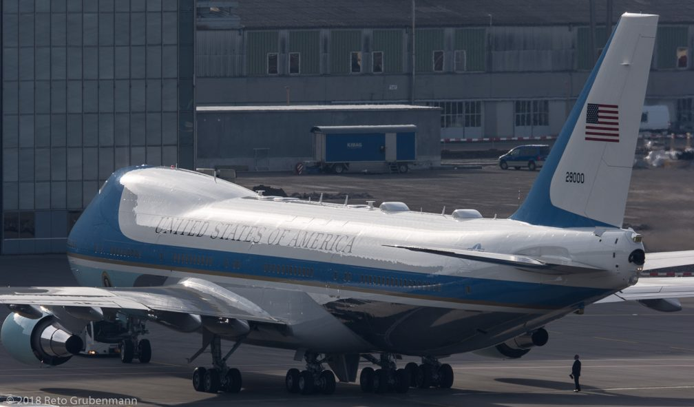 USAF_B742_92-9000_ZRH180125_05