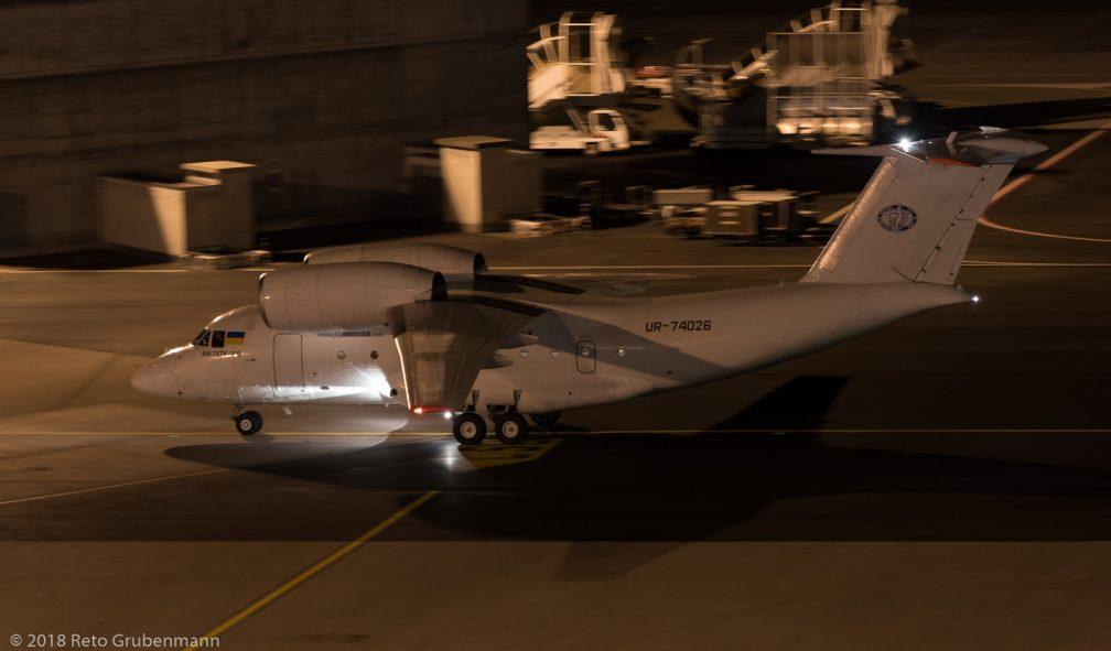 MotorSichAirlines_AN72_UR-74026_ZRH180309_02