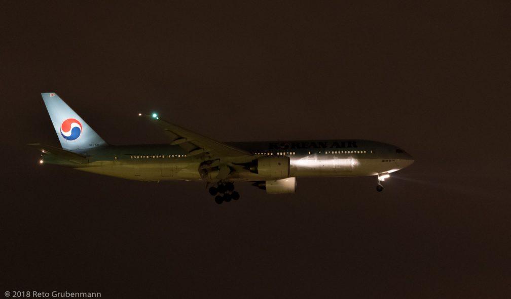 KoreanAir_B772_HL7721_ZRH180313