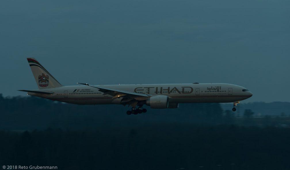 EtihadAirways_B77W_A6-ETQ_ZRH180316