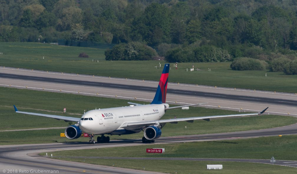 DeltaAirLines_A332_N852NW_ZRH180429