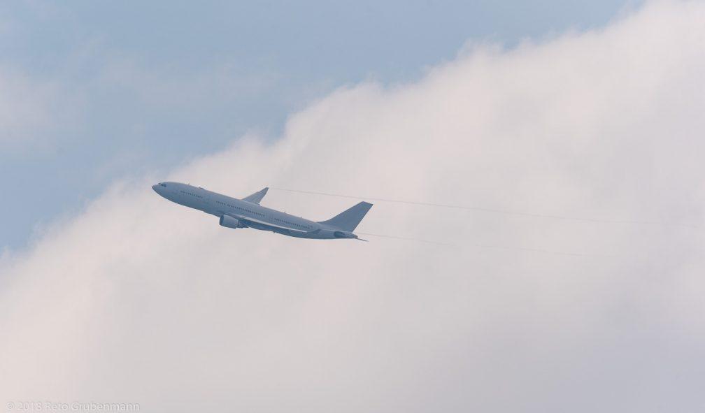AlmasriaUniversalAirlines_A320_SU-TCH_ZRH180505