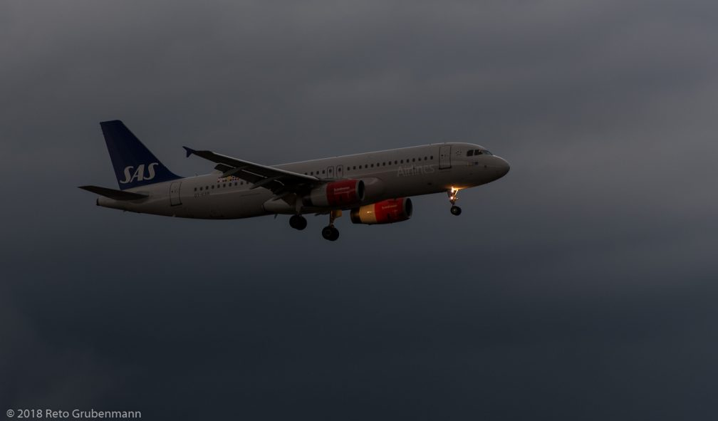 ScandinavianAirlines_A320_OY-KAR_ZRH180531