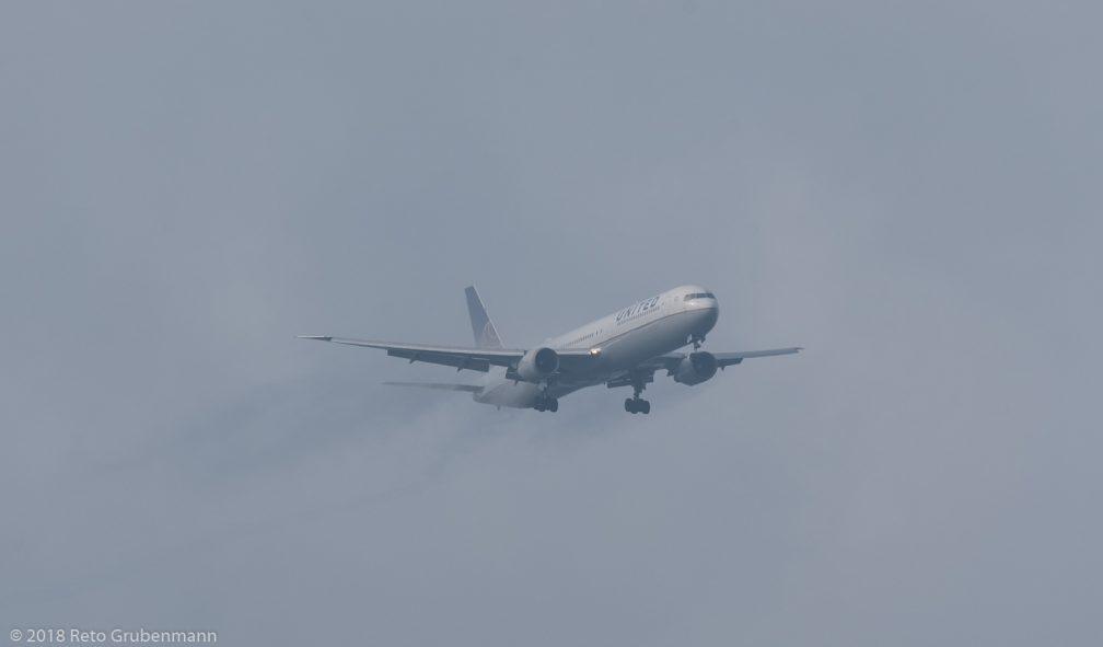 UnitedAirlines_B764_N67052_ZRH180602_01