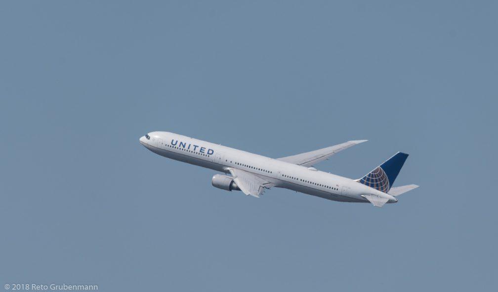 UnitedAirlines_B764_N76062_ZRH180701
