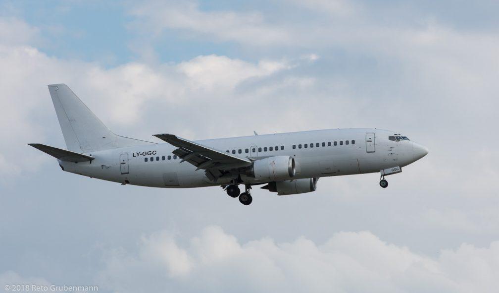 GrandCruAirlines_B733_LY-GGC_ZRH180710