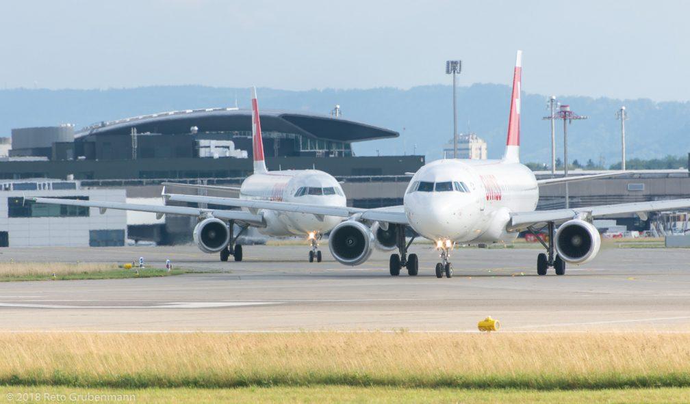 Swiss_A320_HB-IJK_HB-JLR_ZRH180710