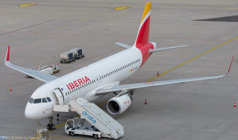 Iberia_A320_EC-LXQ_ZRH180711