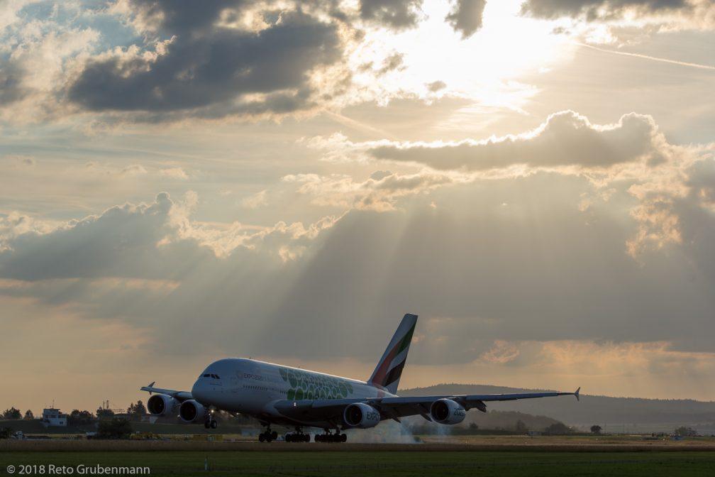 Emirates_A388_A6-EOL_ZRH180712