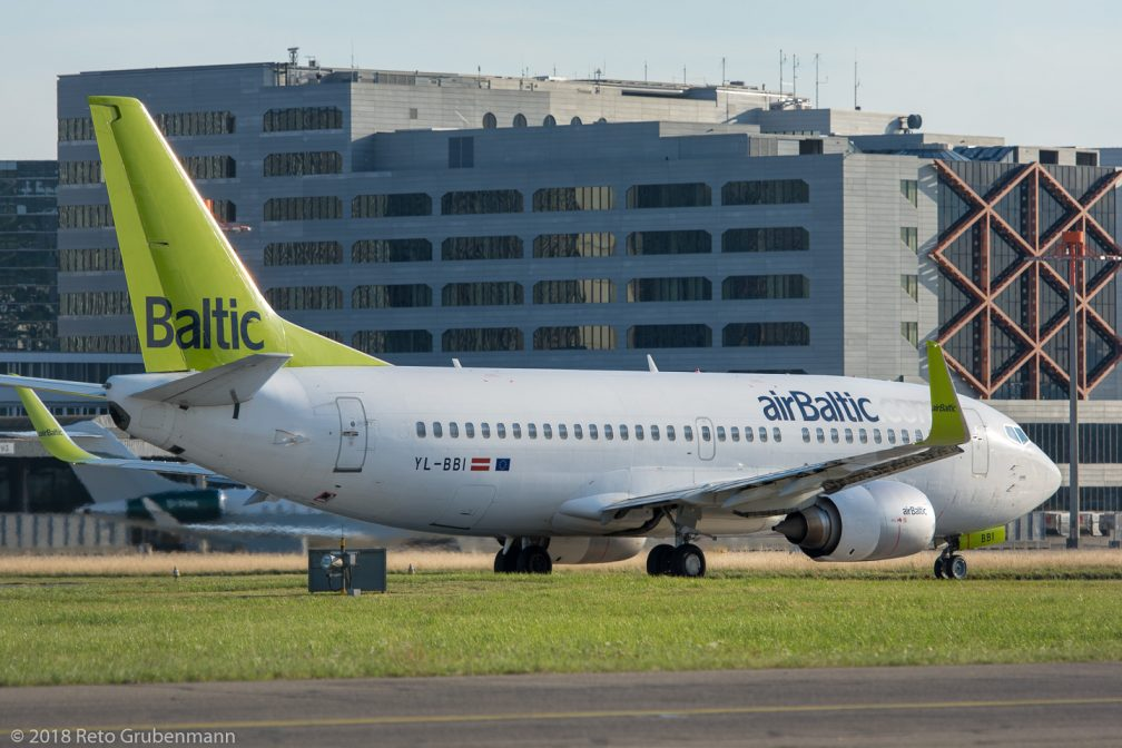 airBaltic_B733_YL-BBI_ZRH180712