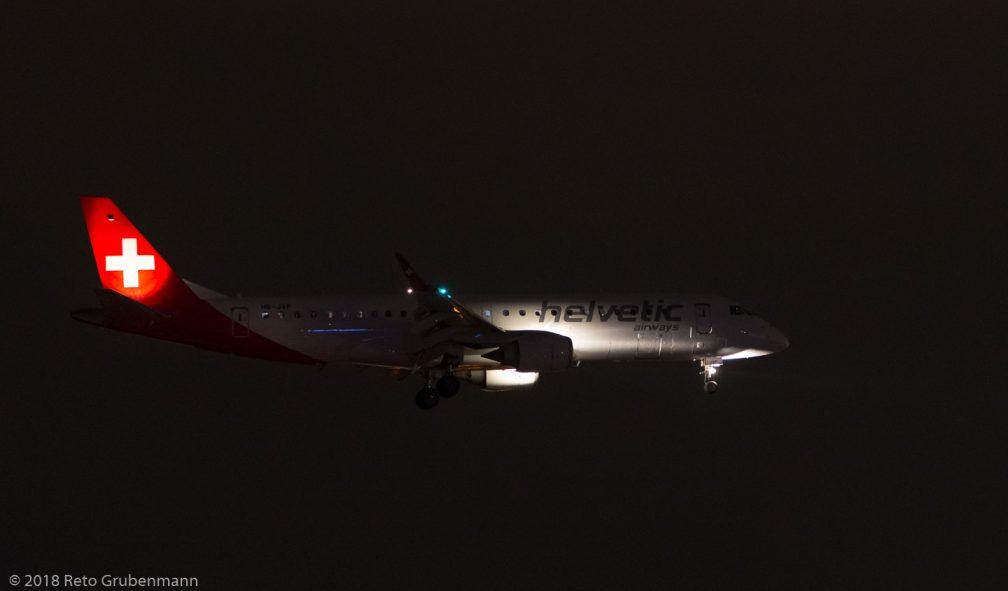 HelveticAirways_E190_HB-JVP_ZRH180716_02