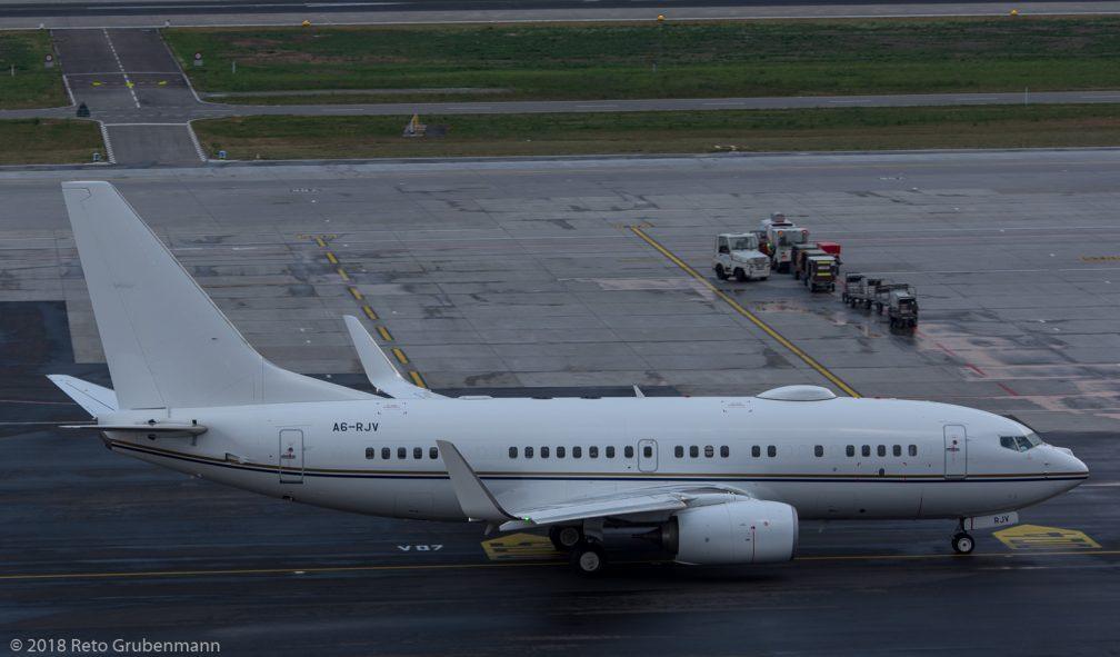 RoyalJet_B737_A6-RJV_ZRH180801_02