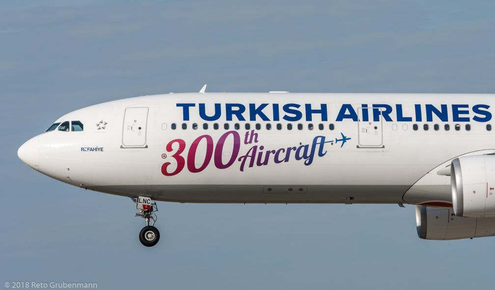 TurkishAirlines_A333_TC-LNC_ZRH180801_02