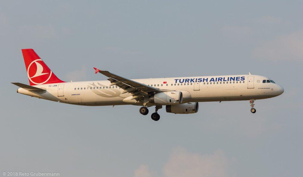 TurkishAirlines_A321_TC-JRM_ZRH180805