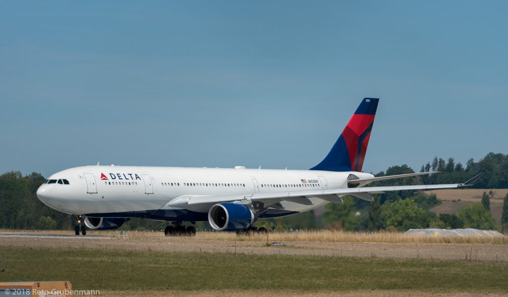 DeltaAirLines_A332_N853NW_ZRH180812