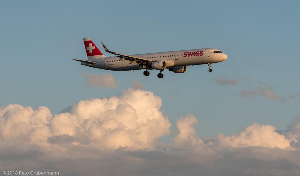 Swiss_A321_HB-IOO_ZRH180812