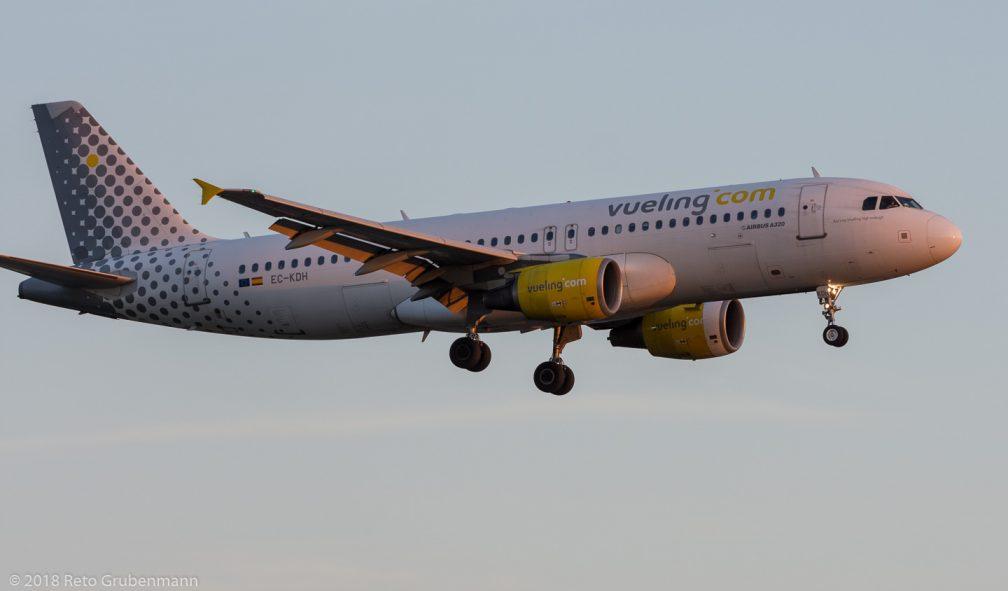 vueling_A320_EC-KDH_ZRH180826