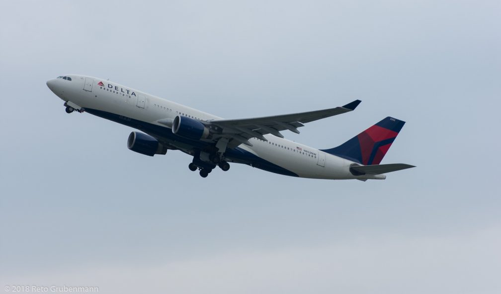 DeltaAirLines_A332_N852NW_ZRH180901