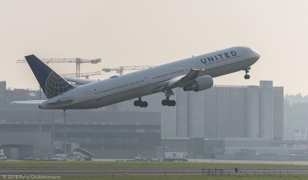 UnitedAirlines_B764_N66051_ZRH181018