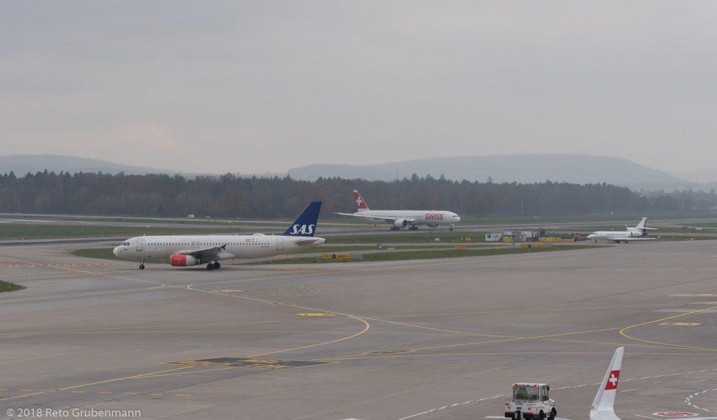 ScandinavianAirlines_A320_OY-KAO_Swiss_B77W_HB-JNE_JapatAG_FA7X_HB-JFR_ZRH181119