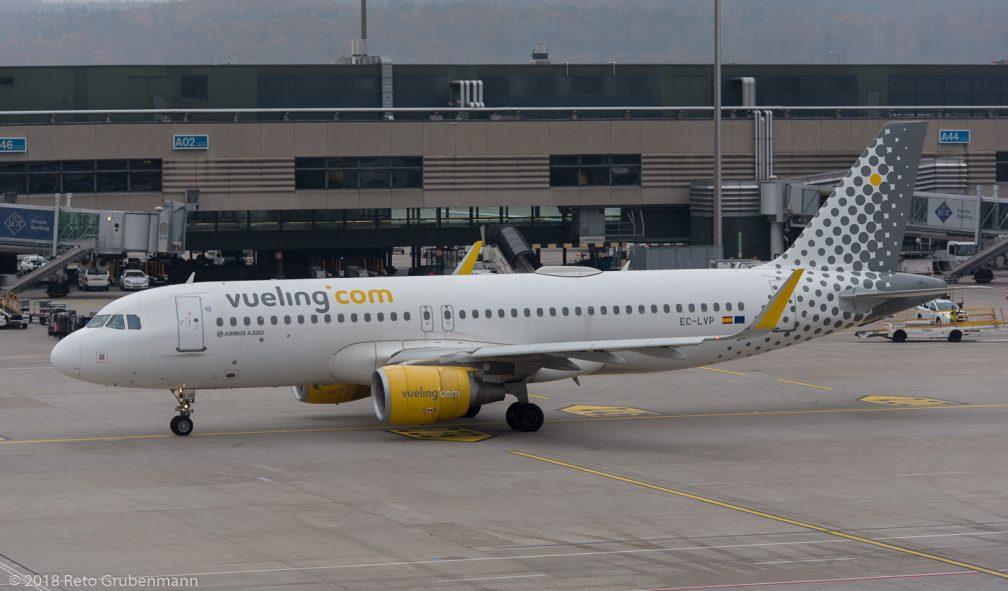 vueling_A320_EC-LVP_ZRH181119