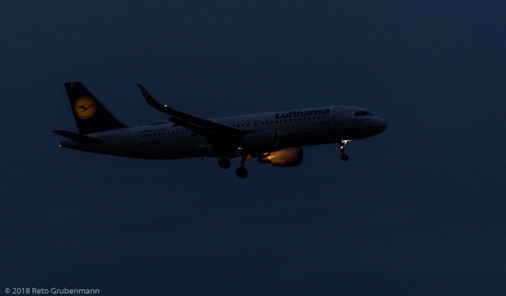 Lufthansa_A320_D-AIZW_ZRH181202
