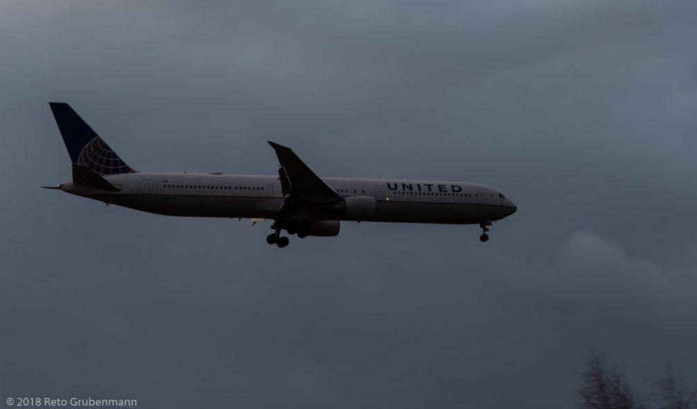 UnitedAirlines_B764_N69063_ZRH181208